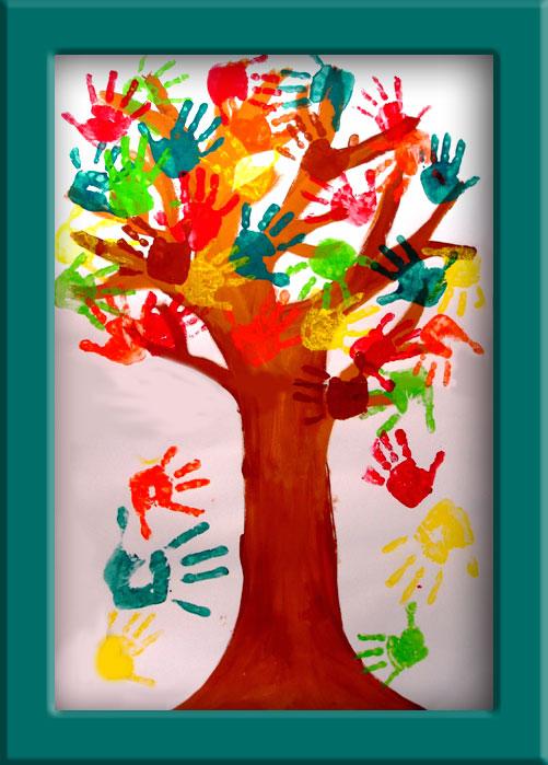 Un arbre un tronc avec des branches des mains aux couleurs de l
